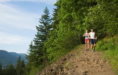 Je tek na atletski stezi boljši od teka v naravi?