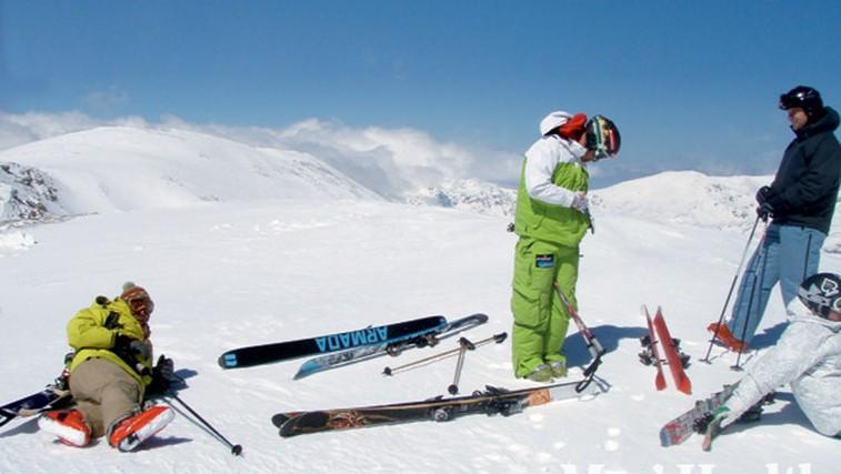 'Heliski' proti 'snowcatu' (foto: Marko Bleiweis in Tomaž Kete)