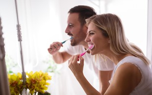 Boleče dlesni - zakaj se pojavijo težave