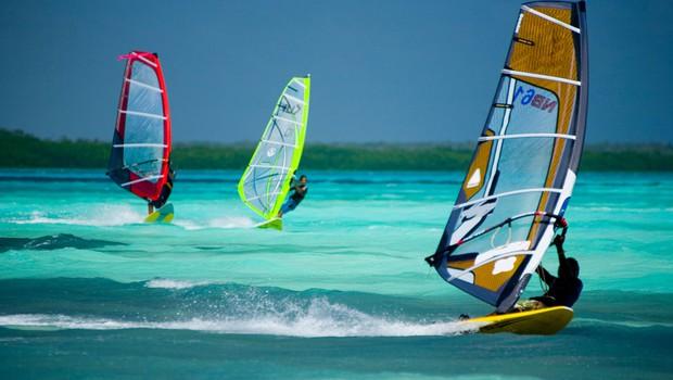 Deskanje na vodi - Boj z vetrom in valovi (foto: Profimedia)