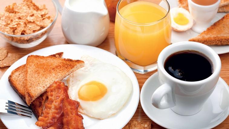 Izogibajte se preobilnemu zajtrku. (foto: Shutterstock)