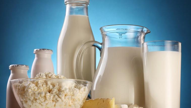 Človeško bi bilo spoznati lokalnega kmeta, od katerega kupujemo mleko, in z njim vzpostaviti odnos, vzajemno zaupanje. (foto: Shutterstock.com)