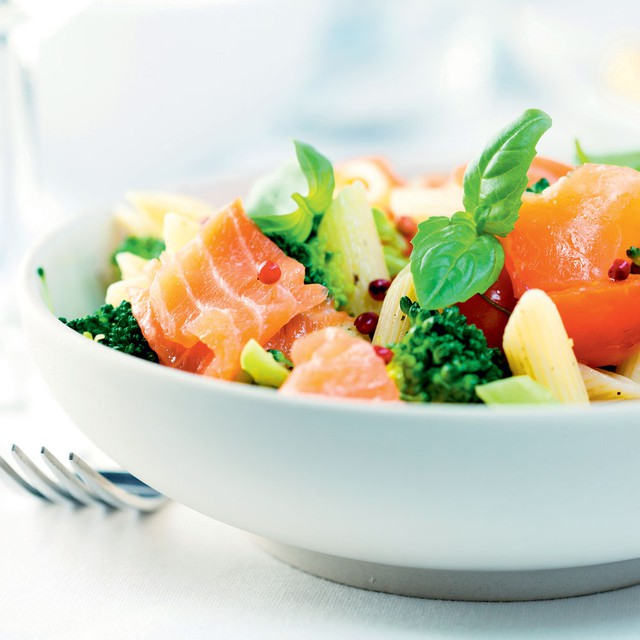 Brokolijeva solata s tunino