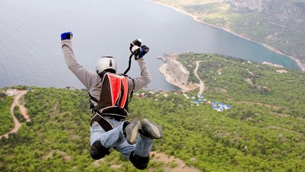 Skok s padalom! (foto: Shutterstock.com)