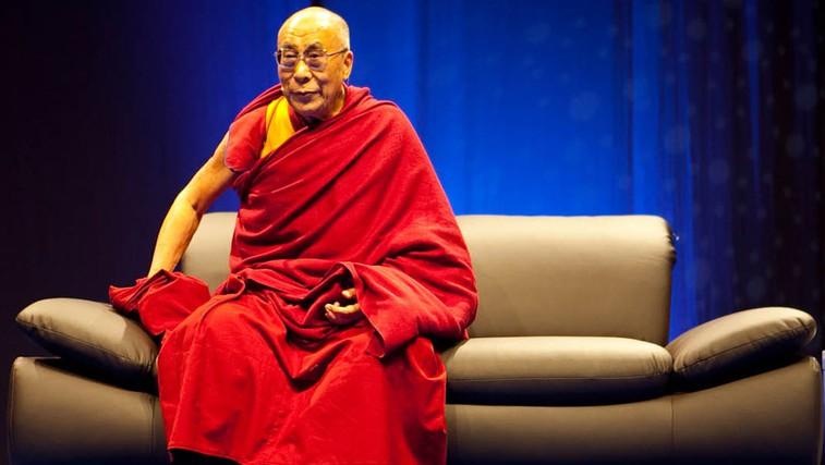 Njegova svetost Dalajlama na javnem predavanju v Dvorani Tabor.  (foto: Arhiv revije Lisa)