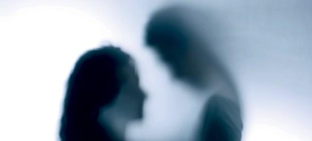 Ko bo otrok prvič seksal, staršev zagotovo ne bo zraven, da bi mu lahko pojasnili, da življenje ni pornič.