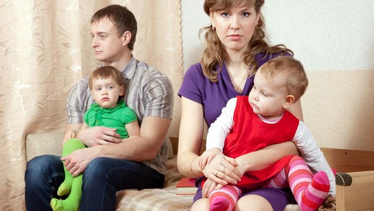 Tišnia med staršema (foto: Shutterstock.com)
