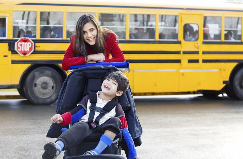 Otroci s posebnimi potrebami v šolah in v družbi