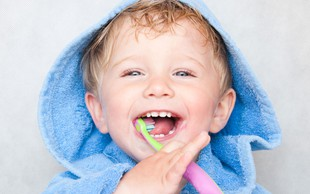 Se pri umivanju zob radi zabavate?