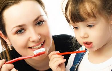Napačna prepričanja o negi otroških zob