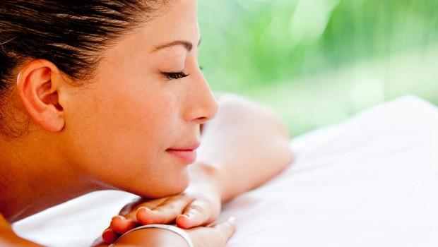 Sprostitev z masažo za vse tiste, ki se zavedate, da neobvladovanje stresa in stresnih situacij dolgoročno povzroča hujše zdravstvene težave. (foto: Shutterstock.com)