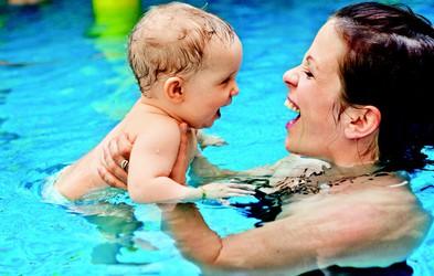 Kdaj otroka navajati na vodne aktivnosti?