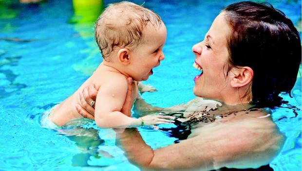 Kdaj otroka navajati na vodne aktivnosti? (foto: Shutterstock.com)