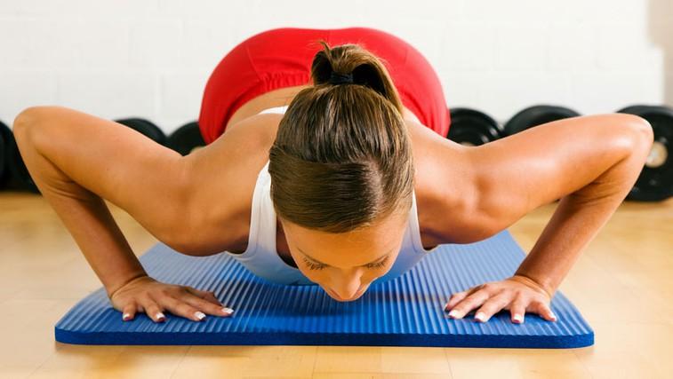 15 minut na dan za lepe roke, prsi in hrbet (foto: Shutterstock.com)