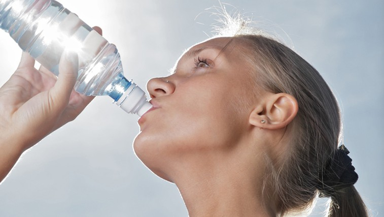 Zakaj hladna voda poteši žejo, topla pa ne?  (foto: Shutterstock.com)