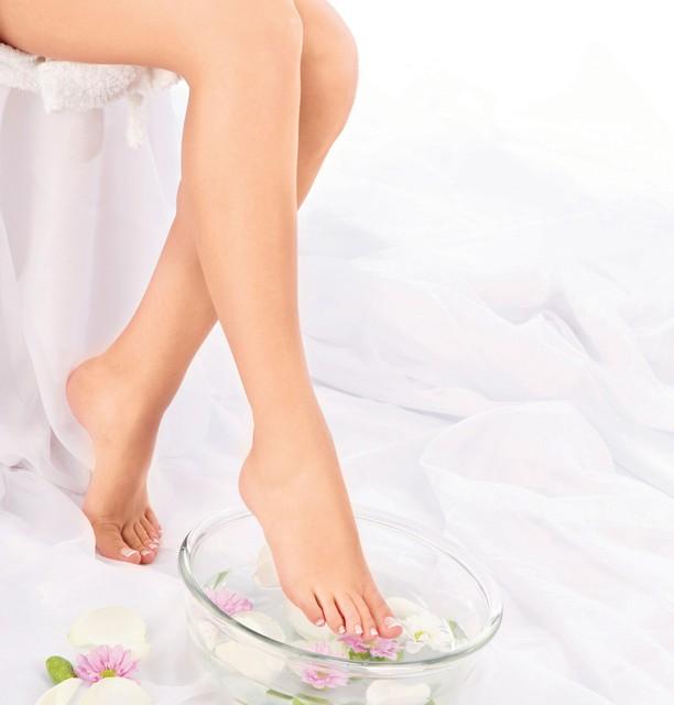 Lepe in negovane noge v sedmih korakih