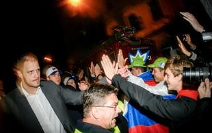 Foto: Veličasten sprejem slovenskih košarkarjev na Kongresnem trgu