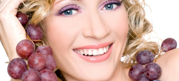grozdje-zenska-nasmeh_1