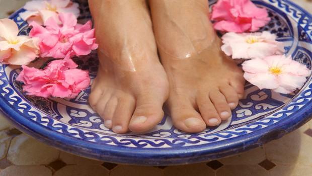 Nega suhe in razpokane kože na stopalih (foto: Profimedia)