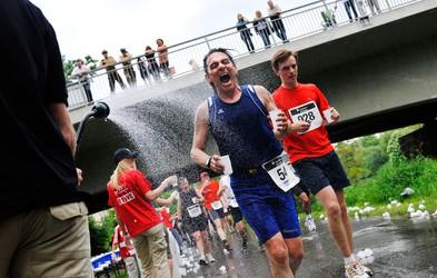 Voda ali športni napitki?