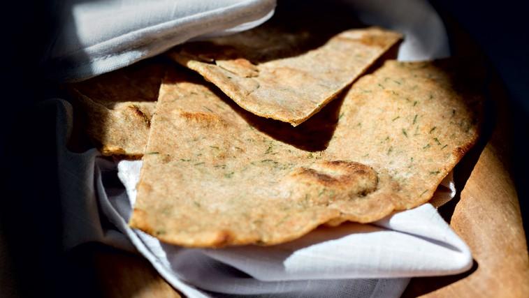 RECEPT: Roti iz pirine polnozrnate moke z drobnjakom (foto: Črt Butul in Mateja Tea Dereani)