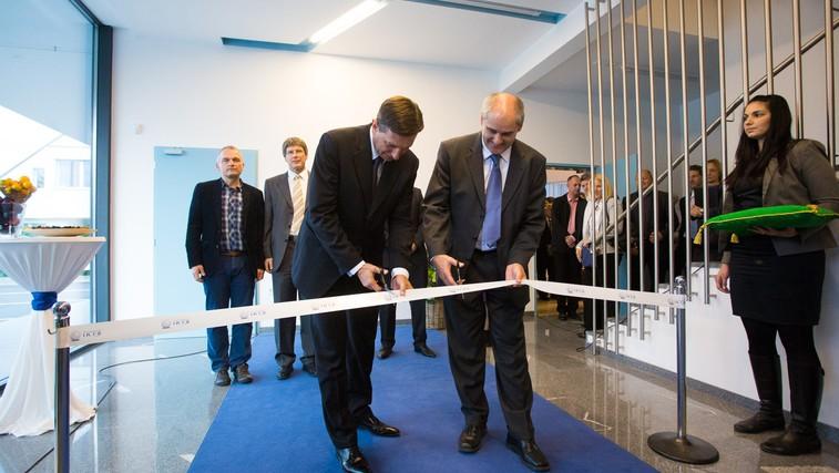 Pahor in g. Uplaznik sta s simboličnim prerezom traku uradno otvorila nove prostore RC IKTS Žalec (foto: @life)