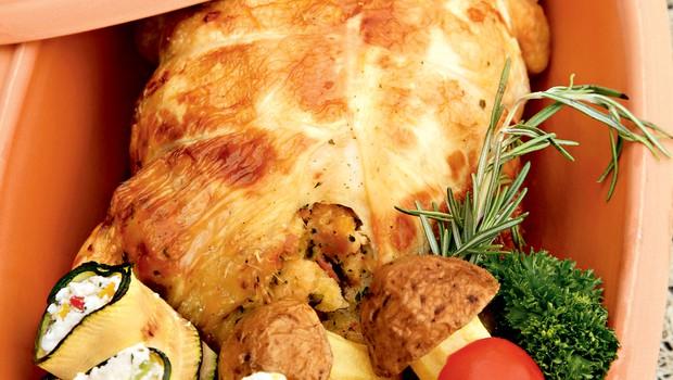 Izkoščičen polnjen piščanec (foto: helena kermelj)