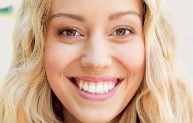 Bleščeče beli zobje - za vsako ceno?