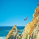 La Quebrada: pogumneži se s 30 metrov poženejo v Pacifik.  (foto: Shuterstock)