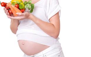 Prehrana in nosečnost: Kaj je res in kaj ne?