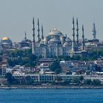 Znamenita Modra mošeja, poznana po svojih modrih ploščicah in kar šestih minaretih (foto: profimedia)