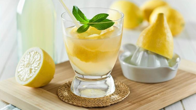Topla limonada zjutraj krepi imunski sistem (foto: Profimedia)
