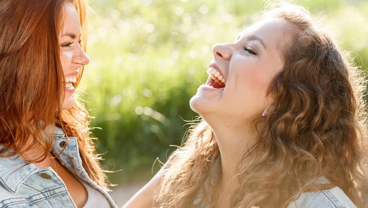 Smeh in humor nas povezujeta  (foto: Shutterstock.com)