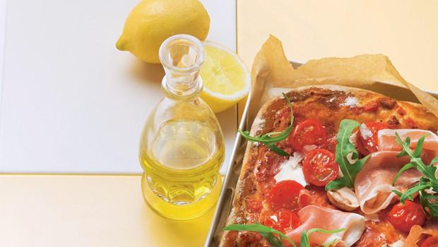 Pica s šunko in tremi vrstami sira (foto: stockfood photo)