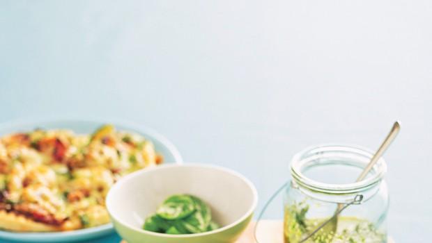 Pica rafinirana z bučkami in s pestom (foto: foodstock photo)