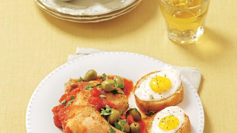 Pollo alla Marengo: Nežno piščančje meso z olivami in paradižniki (foto: stockfood photo)