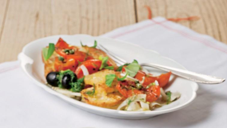 Kruhova solata s paradižniki in mocarelo (foto: stockfood photo)
