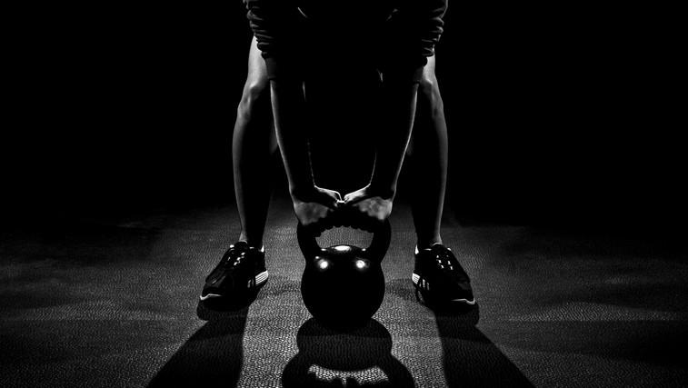 Kettlebell lifting: Veslanje in TGU za močna ramena in hrbet (foto: Shutterstock.com)