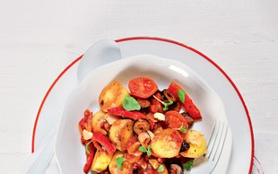 Topla solata s krompirjem in zelenjavo