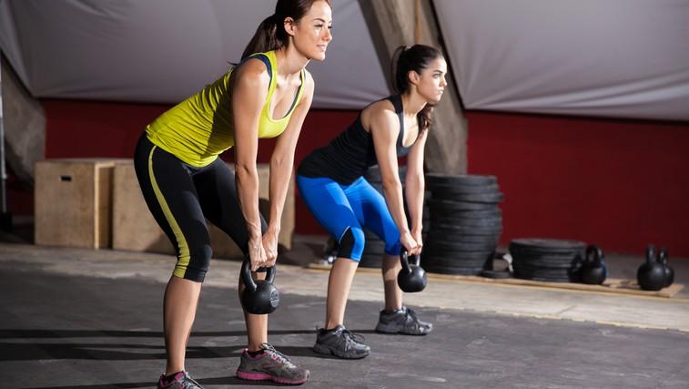 Kettlebell lifting: Snatch in mrtvi dvig za več moči, eksplozivnosti in boljšo koordinacijo (foto: Shutterstock.com)