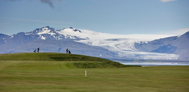 Below Vatnajokull (Islandija)