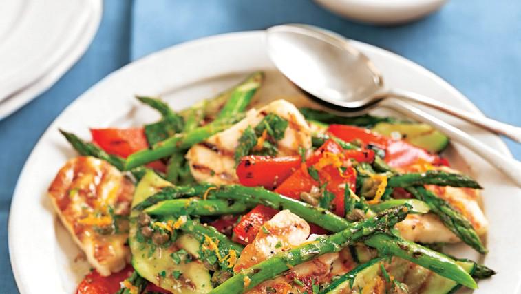 Zelenjavna solata s sirom (foto: revija Lisa)