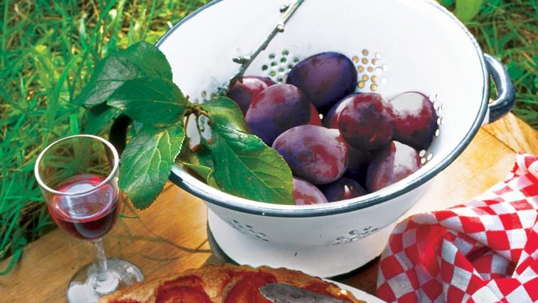 Slivov kolač z mandlji (foto: revija Lisa)