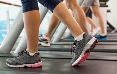 Ali je po poškodbi kolena priporočljivo uporabljati tekalno stezo?