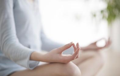 Tri vaje za pravilno aktivnost čaker, ki so ključne za zdravje ženske