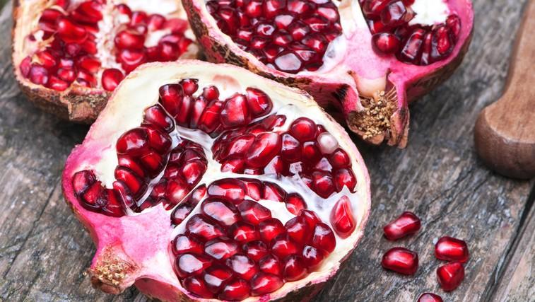 Granatno jabolko - čisto poseben sadež, ki pomaga tud pri prehladu in gripi (foto: Shutterstock.com)
