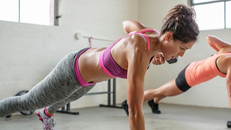 1 vaja, 8 načinov izvajanja - top vadba za čvrst trebušček in zadnjico (video) (foto: Profimedia)