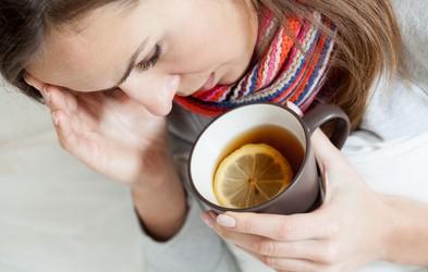 7 naravnih zdravil za pomoč pri vnetem grlu in prehladu