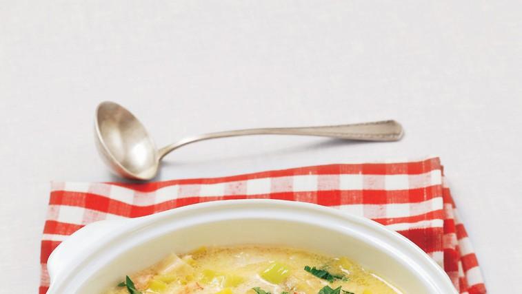 Krompirjeva juha s kislo smetano (foto: stockfood photo)