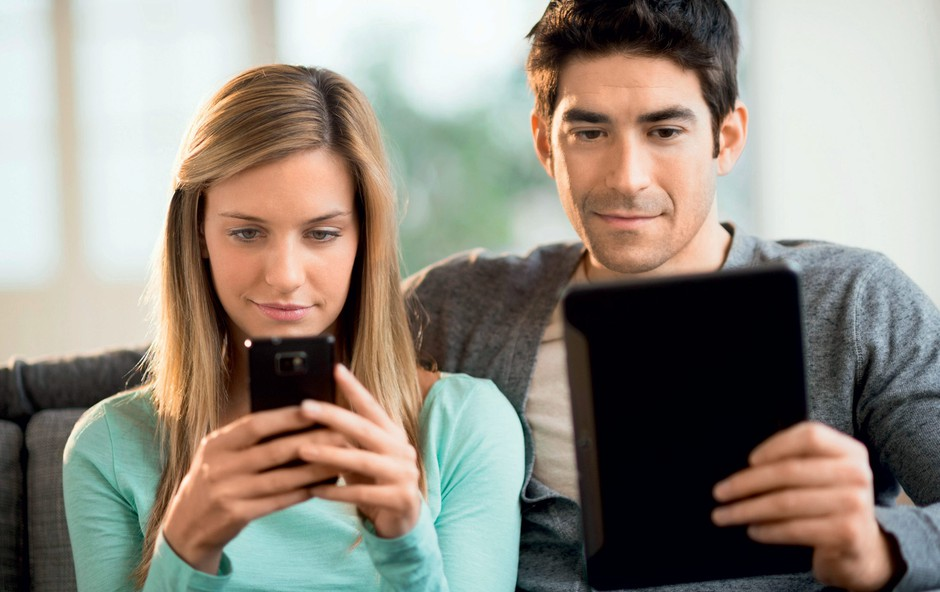 Test: Ste odvisni od svojega pametnega telefona? (foto: Revija Lisa)